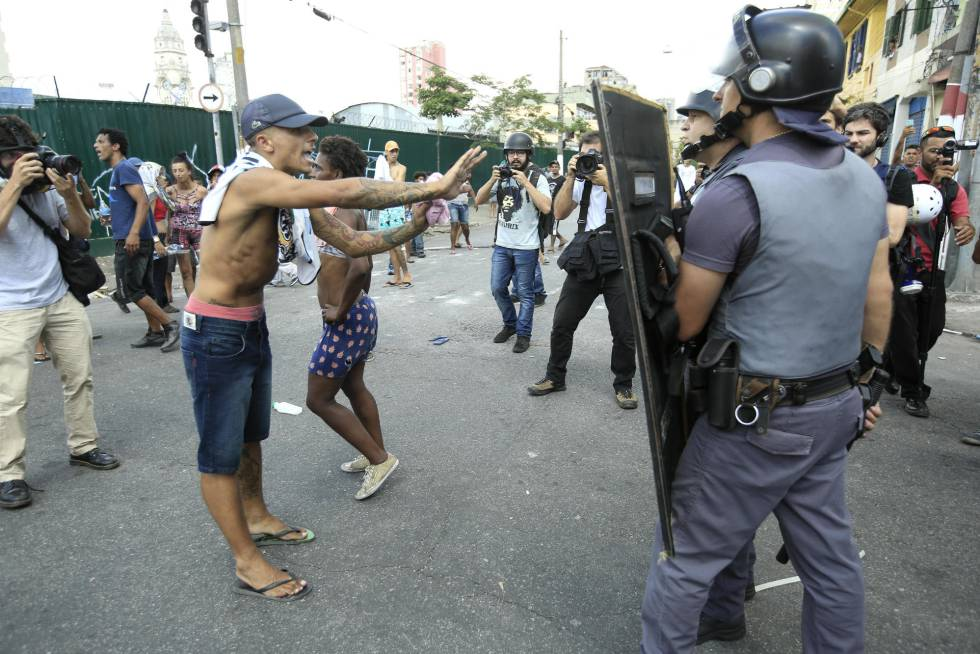 Policiais na região da cracolândia.