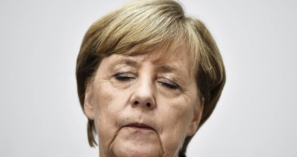 A chanceler alemã, Angela Merkel, em uma coletiva de imprensa em Berlim nesta segunda-feira, após as eleições