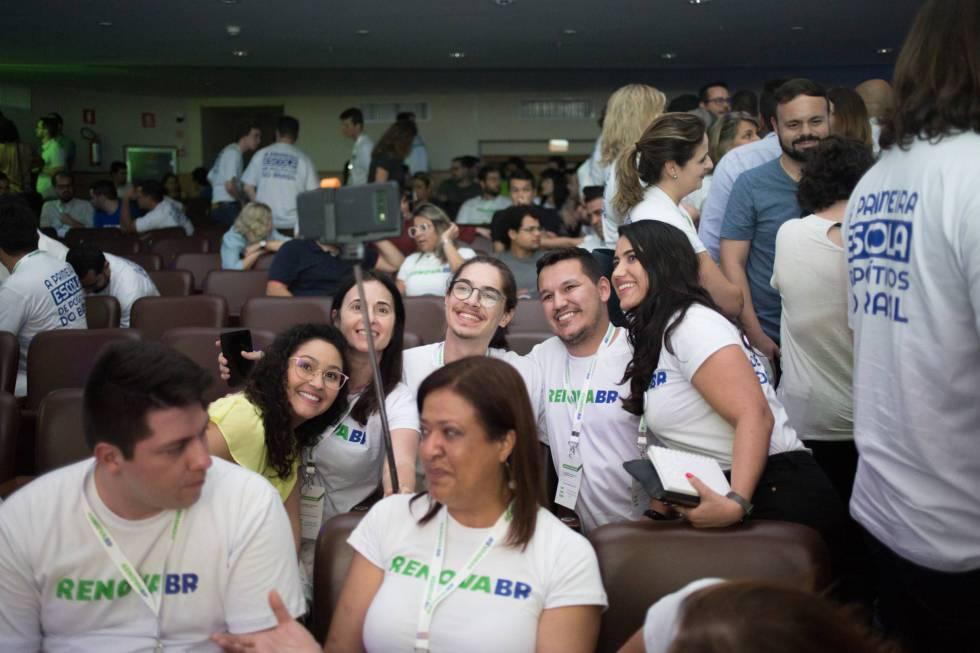 Aspirantes às eleições municipais participam de encontro em São Paulo.