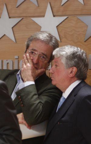 José Ricardo Martínez (left) and Arturo Fernández were among the credit card holders.