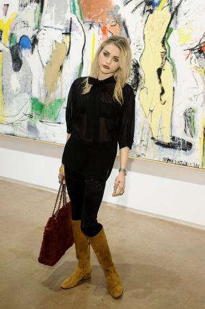 Frances Bean na inauguração de uma exposição em Los Angeles.