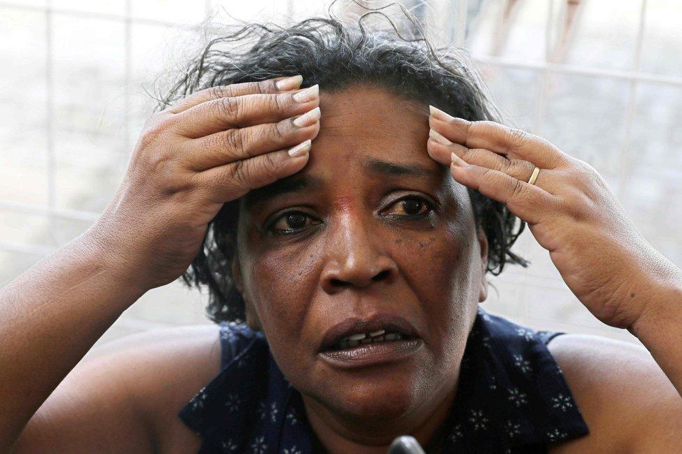 """A administradora de condomínios Meire Reis, de 53 anos, que sobreviveu ao naufrágio de uma lancha na Baía de Todos-os-Santos que matou ao menos 18 pessoas, conta que trabalha em Salvador e mora em Itaparica. """"Faço a travessia todos os dias"""". Em entrevista ao jornal <i>Correio da Bahia</i>, ela disse que no dia anterior tinha visto uma reportagem sobre o desastre no rio Xingu, no Pará, em que 21 pessoas morreram. """"Perguntei ao meu marido: 'Se acontecer isso aqui, o que eu devo fazer?'. Ele me ensinou tudo"""", disse. A sobrevivente da tragédia também conta que a embarcação Cavalo Marinho I, que fazia a travessia, era a em pior estado de conservação e que muitos desistiram. """"Eu quase desisti""""."""